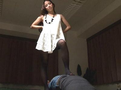 美人で可愛い友達のお姉さんにイジメられて何度も射精させられた。 友田彩也香