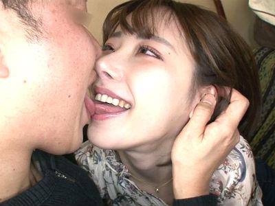 【フェラ好き人妻】とにかくエッチが好きな名古屋のエロオーラ漂う人妻が見せる淫乱な姿 深田えいみ