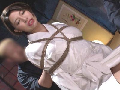 枕営業の人妻を緊縛プレス 保険外交員のドM妻 滝川穂乃果