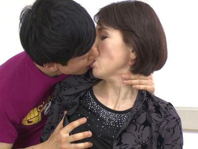 初撮り六十路妻ドキュメント 内原美智子